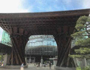 金沢駅にある鼓門