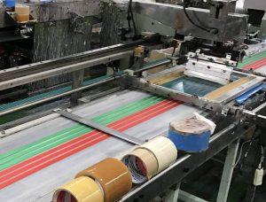 スクリーンプリントの印刷風景です